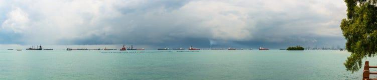Vista panorámica del estrecho de Singapur Imágenes de archivo libres de regalías