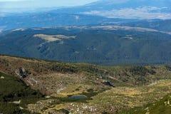 Vista panorâmica em torno do lago pig, montanha de Rila Fotos de Stock Royalty Free