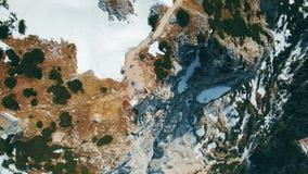 Vista panoromic aérea dos dedos da plataforma de observação 5 nas montanhas em Áustria video estoque