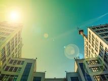 Vista para arriba del edificio o de Gosprom de la industria del estado construido en arte de la construcción sobre el cielo azul foto de archivo