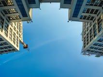 Vista para arriba del edificio o de Gosprom de la industria del estado construido en arte de la construcci?n sobre el cielo azul imagenes de archivo