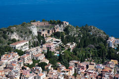 Vista para baixo na cidade da história de Taormina em Sicília Imagem de Stock