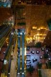 Vista para baixo na escada rolante na torre do trunfo Fotografia de Stock