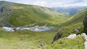 Vista para baixo na jarda da mina da ardósia em Honister Imagens de Stock Royalty Free