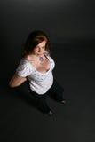 Vista para baixo na mulher bonita com grandes peitos Imagens de Stock Royalty Free