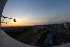 Vista para baixo sobre às ruas da cidade Rússia de Kazan foto de stock
