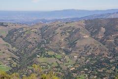 Vista para Carmel Valley de Garland Ranch Regional Park, Califórnia fotografia de stock