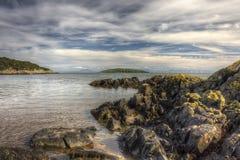 Vista para fora à ilha de Heston do abrigo vermelho perto de Auchencairn HDR Foto de Stock Royalty Free
