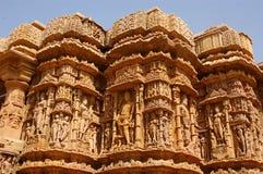 Vista para fora lateral de um templo indiano. Imagens de Stock Royalty Free