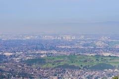 Vista para o distrito financeiro em San Jose dos montes do parque do condado do mercúrio de Almaden, sul San Francisco Bay, imagens de stock royalty free