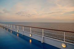 Vista para o mar do navio de cruzeiros foto de stock royalty free