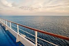 Vista para o mar do navio de cruzeiros fotos de stock