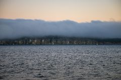Vista para o mar obscura do por do sol que negligencia o parque de Nanaimo em Ingleses Colum Fotografia de Stock Royalty Free