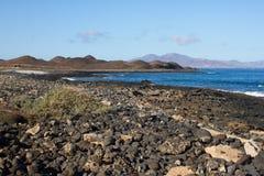 Vista para o mar panorâmico Vulcão, rochas pretas Lixe o macro Fundo do mar horizonte Foto de Stock Royalty Free