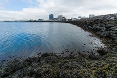 Vista para o mar perto do explorador Reykjavik de Sun, Islândia fotografia de stock royalty free