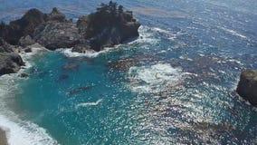 Vista para o mar próximo em Big Sur, Califórnia video estoque