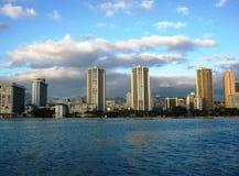 Vista para a praia de Waikiki do Pacífico Fotos de Stock Royalty Free
