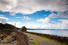 Vista para um molhe de pedra em scotland do norte fotos de stock royalty free