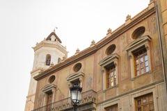 Vista parcial del Fadri y de un façade adornados con adornos de Imagen de archivo libre de regalías