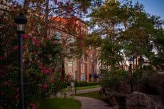 Vista parcial do hotel de Portofino na ?rea de Universal Studios fotografia de stock