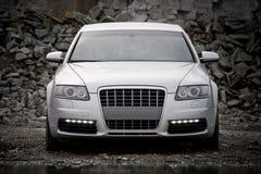 vista Parte-dianteira de um carro luxuoso Foto de Stock