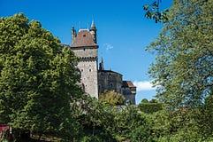 Vista parziale del castello del Menthon-san-Bernard, vicino al lago di Annecy Immagini Stock