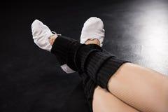 Vista parziale del primo piano di addestramento del ballerino della donna Fotografia Stock