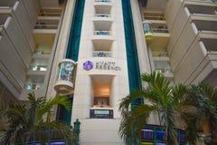Vista parziale dell'hotel e degli elevatori di Hyatt Regency ad Orlando International Airport immagini stock