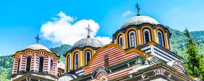 Vista parziale della chiesa nel monastero famoso di Rila, Bulgaria immagine stock libera da diritti
