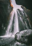 Vista perfeita da cascata poderosa famosa de Gljufrabui Queda de Seljalandsfoss do lugar, Islândia, Europa Imagem cênico de foto de stock