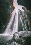 Vista perfeita da cascata poderosa famosa de Gljufrabui Queda de Seljalandsfoss do lugar, Islândia, Europa Imagem cênico de imagem de stock