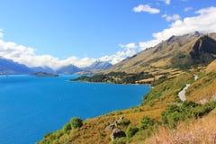 Vista perfetto blu di Wakatipu del lago, Queenstown, Nuova Zelanda Immagini Stock Libere da Diritti