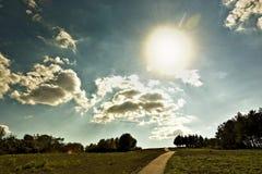 Vista piacevole del modo a cielo fotografia stock libera da diritti