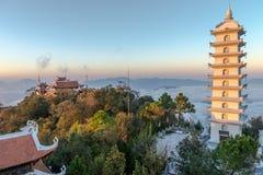 Vista piacevole di tramonto del paesaggio della montagna dalla collina del Na di sedere, Da Nang il Vietnam febbraio 2017 Immagini Stock Libere da Diritti