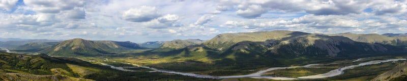 Vista pintoresca de las montañas de Ural Urales polares Foto de archivo libre de regalías