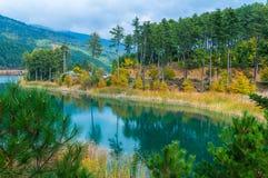 Vista pitoresca do lago Doxa em peloponnese norte de Grécia Imagens de Stock