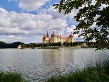 Vista pittoresca del castello di Moritzburg immagini stock libere da diritti