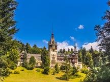 Vista pittoresca del castello di Peles fotografia stock libera da diritti