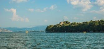 Vista pittoresca del lago dalla montagna, Giannina, Grecia Fotografie Stock