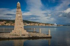 Vista pittoresca della città di Argostoli sulla riva del lago immagini stock libere da diritti