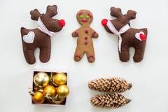 Vista plana de la decoración y de los juguetes lindos de la Navidad Fotos de archivo