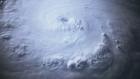 Vista por satélite de un huracán grande con un ojo bien definido metrajes