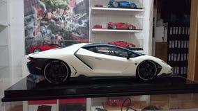 Vista posterior automotriz del modelo de escala de Lamborghini Centenario Tricolore Imágenes de archivo libres de regalías