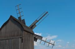 Vista posterior de madera del molino de viento. Fotografía de archivo