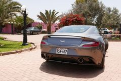 Vista posterior de un Aston Martin Vanquish en Lima Imágenes de archivo libres de regalías
