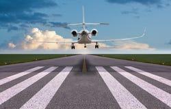 Vista posterior de un aterrizaje del jet privado fotografía de archivo libre de regalías