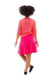 Vista posterior del adolescente afroamericano en rosa aislado en w Fotografía de archivo libre de regalías