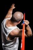 Vista posterior del atleta que se prepara para lanzar la jabalina Imagen de archivo libre de regalías
