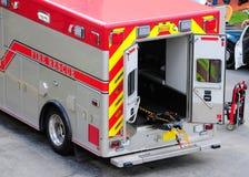 Vista posterior del coche de bomberos de la ambulancia en la Florida Imagen de archivo