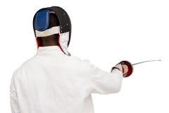 Vista posterior del hombre que lleva que cerca el traje que practica con la espada Imágenes de archivo libres de regalías